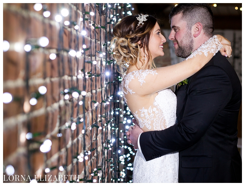 Winters Barns Winter Christmas Wedding Pictures: Hope & Joe